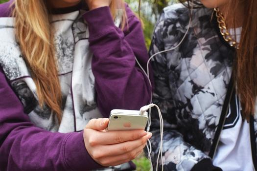 people-hand-iphone-smartphone-medium